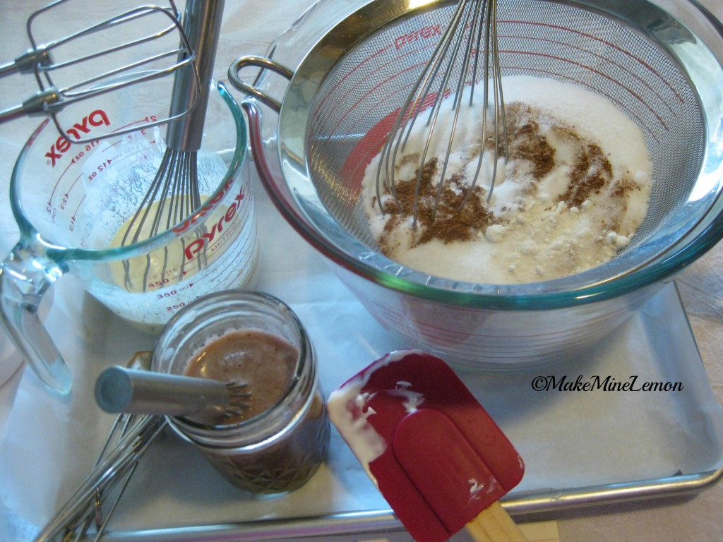 ©MakeMineLemon - Mixing Texas Cake