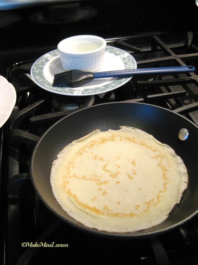 ©MakeMineLemon - Crêpe in a pan