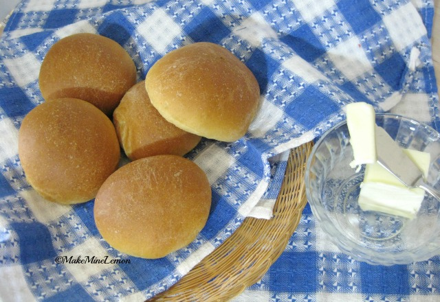 ©MakeMIneLemon - Easy Yeast Rolls